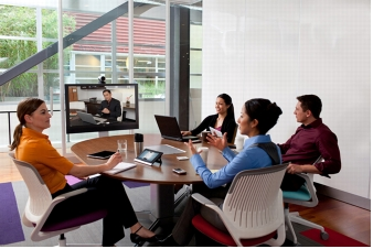 Figure 2. Cisco TelePresence MX200 in Small Team Room Environment